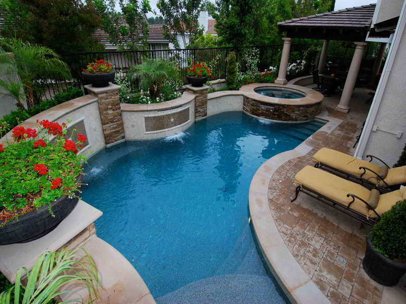 Swimming-Pool-Options-for-Small-Backyard